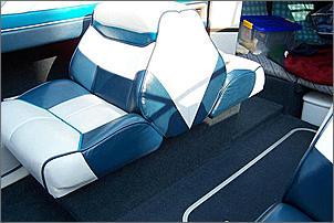 ablagefach unter bayliner back to back sitze boote. Black Bedroom Furniture Sets. Home Design Ideas